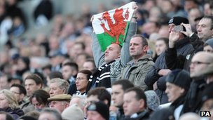 Newcastle fans paying tribute to Gary Speed