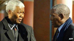 Nelson Mandela with Makgatho (R) in 2003