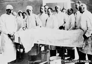 Sir Harold Gillies (far left) and other surgical staff