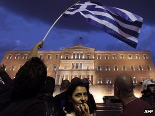 Protesters demonstrate in front of the Greek parliament in Athens against a new austerity package (May 26 2011)