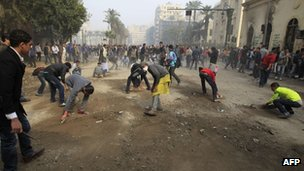 Egyptian protesters pick up debris in central Cairo