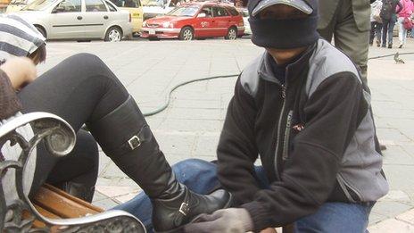 Bolivia's masked shoeshine boys battle discrimination