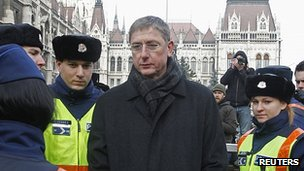 Police detain ex-Prime Minister Ferenc Gyurcsany in Budapest, 23 Dec 11