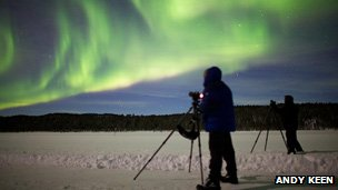 Photographers shooting the aurora borealis (Andy Keen)