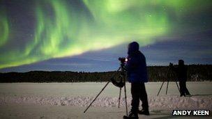 Photographers shooting the aurora borealis (Andy Keen)