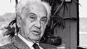Ernst Mayr - Harvard News Office