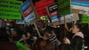 Protesters gather outside the Orot Girls School in Beit Shemesh, 27 December 2011