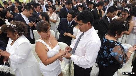 Couples exchange rings in Lima mass wedding on 27 December