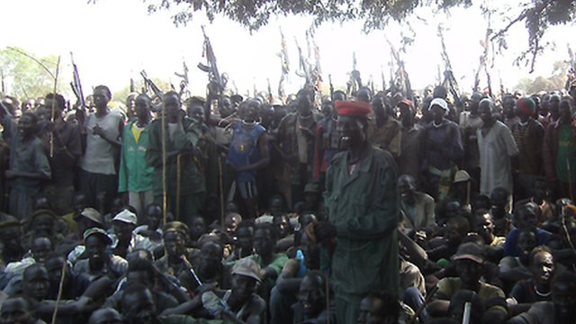 Armed Lou Nuer men listen to South Sudan's Vice-President Riek Machar - 28 December 2011.