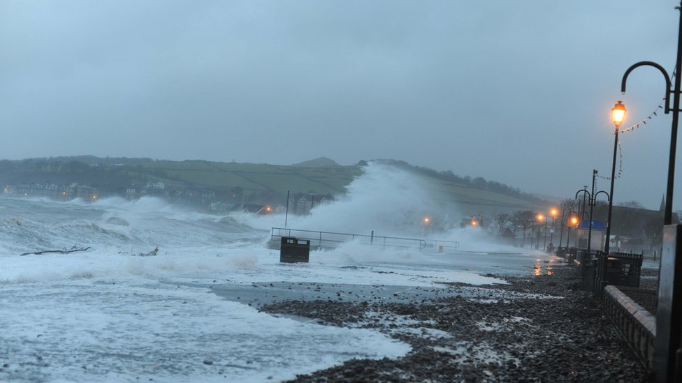 Waves at Largs