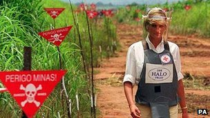 Diana, Princess of Wales, touring an Angolan minefield in body armour in 2007.