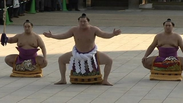 Sumo wrestlers usher in the New Year
