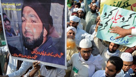 Supporters of Mumtaz Qadri