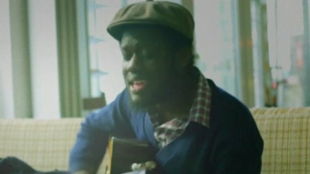 Michael Kiwanuka sings