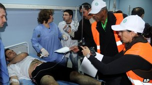 Arab League observers visit a wounded man in hospital in Damascus, Syria (6 Jan 2011)