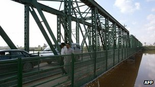 The bridge at Falluja where the Blackwater attack took place (image from 2008, four years after the killings)