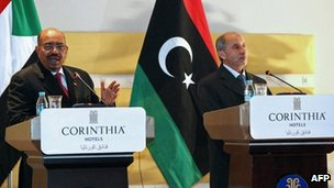"Sudanese President Omar al-Bashir (L) speaks during a news conference with Libya's National Transitional Council""s chief, Mustafa Abdel Jalil (R) in Tripoli on 7 January 2012"