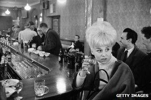 Barbara Windsor in a pub, 1963