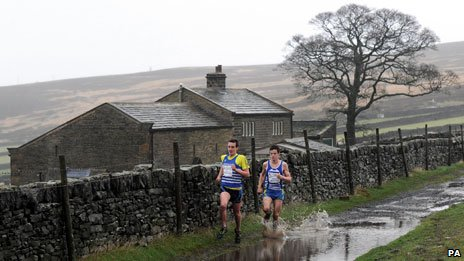 Alistair and Jonathan Brownlee run the Auld Lang Syne Race in Yorkshire