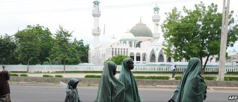 Schoolgirls walking past a mosque in Maiduguri