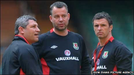 Osian Roberts, Raymond Verheijen and Gary Speed