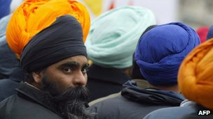 Sikhs in Paris (image from January 2004)