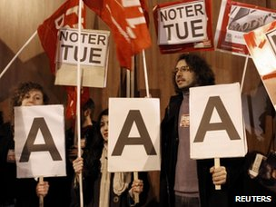 Demonstrators from the Parti de Gauche protest the rumoured downgrade of France's AAA rating
