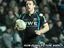 Tommy Bowe scores