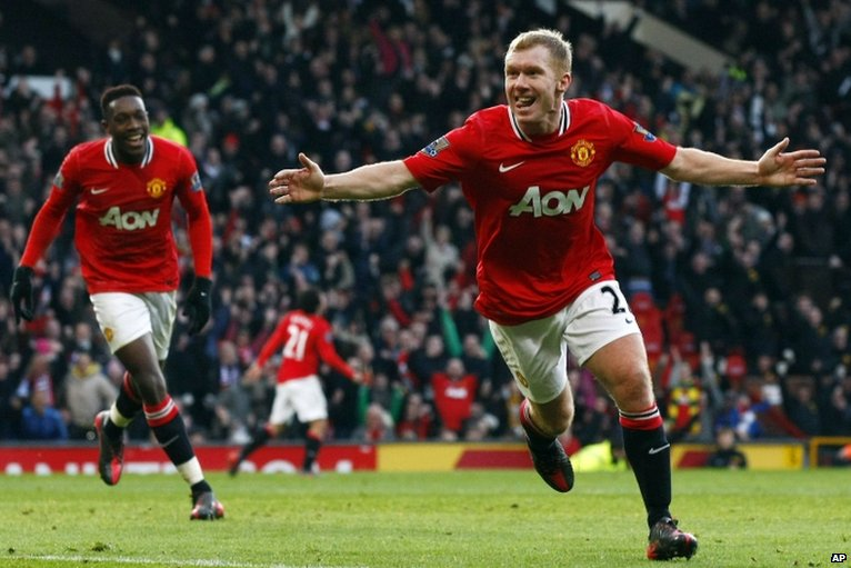 Paul Scholes (right) celebrates scoring for Manchester United