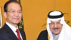 Chinese Premier Wen Jiabao (left) meets Saudi Arabia's Prince Nayef in Riyadh on 14 January 2012