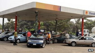 Motorists queue for fuel at a petrol station in Lagos on 14 January 2012