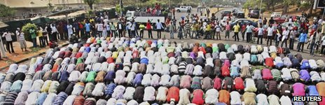 Muslims pray while Christians form a protective human chain around them during a protest against the elimination of a popular fuel subsidy that has doubled the price of petrol in Nigeria&#039;s capital Abuja, January 10, 2012. 