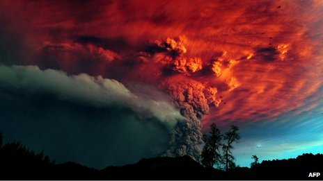Ash billowing from Puyehue on 5 June 2011