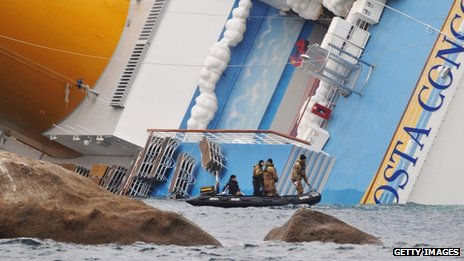 A rescue team approaches the Costa Concordia - 16 January 2012