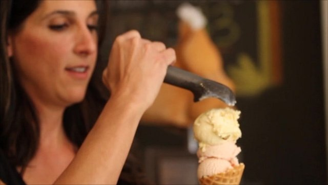 Suzanne Batlle serving an ice cream