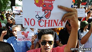 Vietnamese protest against Chinese territorial ambitions