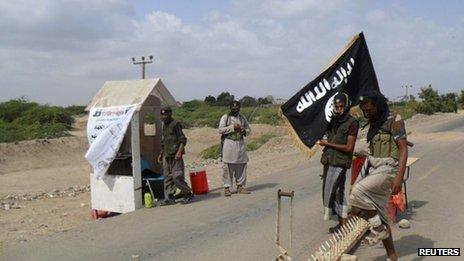 Al-Qaeda in the Arabian Peninsula militants man a checkpoint outside the Yemeni town of Zinjibar (16 January 2012)