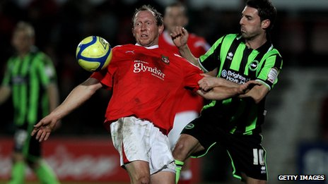 Andy Morrell battles for the ball with Matt Sparrow