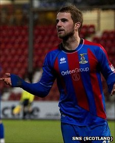 Andrew Shinnie celebrates