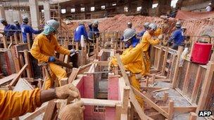 Builders at the Minerao Stadium in Belo Horizonte (14 December 2011)