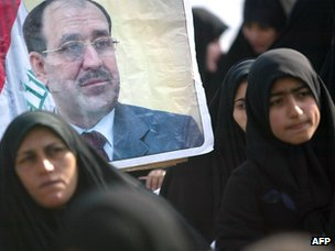 Iraqi women listen to Nouri Maliki during an Iraqi election rally in Hilla (26 January 2009)