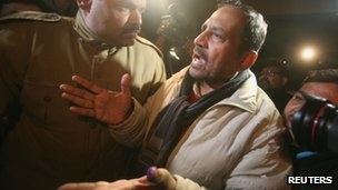 Suresh Kalmadi (R), former chief organiser of the Delhi Commonwealth Games, arrives at his residence after being released from the Tihar jail in New Delhi January 19, 2012