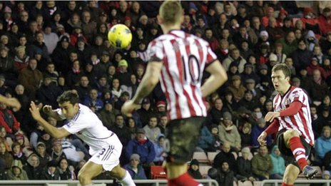 Craig Gardner adds Sunderland&#039;s second goal with a glorious volley