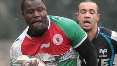 Biarritz wing Taku Ngwenya races away to score