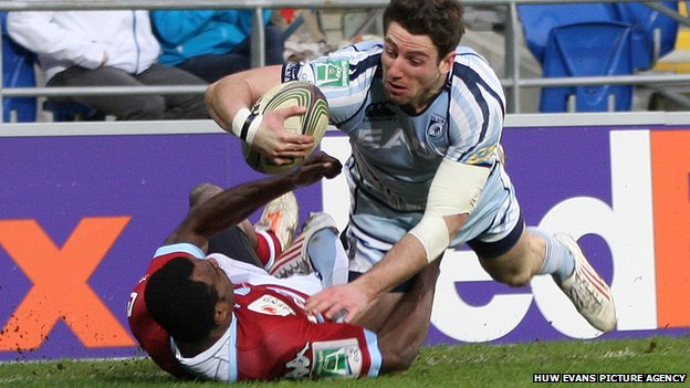 Alex Cuthbert powers over to score his second try