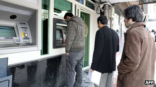 Iranians queue to use the cashpoint in Tehran on 23 January 2012