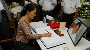 Aung San Suu Kyi signs the condolence book for Dr Nay Win Maung