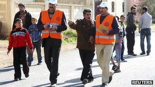 Arab League observers in Deraa (5 January 2012)