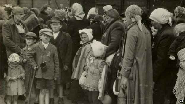People arriving in Auschwitz