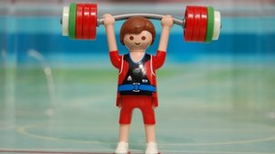 Weightlifting figure